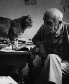 Alberto Giacometti, brilliant sculptor, unreasonably attractive man and cat lover. Alberto Giacometti, Crazy Cat Lady, Crazy Cats, Celebrities With Cats, Celebs, Men With Cats, Animal Gato, Son Chat, Photo Chat
