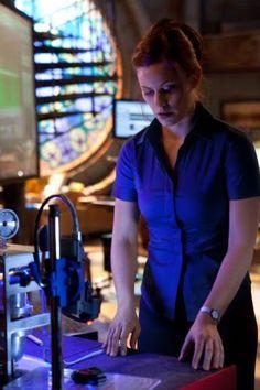 Cassidy Freeman As Tess Mercer Inside Watchtower Downtown Metropolis Kansas ( Smallville )