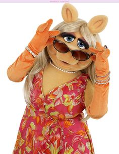 It ain't easy being a fashion icon. Since making a name for herself on The Muppet Show, Miss Piggy — and her impeccable sense of style — have been anything but a boar. Click through to see The Muppets star's best fashion moments! Kermit And Miss Piggy, Kermit The Frog, Kermit Face, Miss Piggy Muppets, Jim Henson, Les Muppets, Statler And Waldorf, Disney Minimalist, Muppet Babies