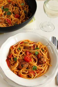 ...konyhán innen - kerten túl...: Spagetti pikáns húsgombóccal