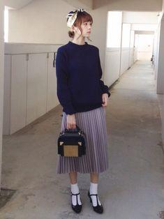 Jackmanのニット/セーターを使った浅倉 まいさんのコーディネートです。│グレーのプリーツスカートがとても女子〜な...