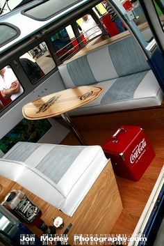 Surfboard table in a combi. Transporteur Volkswagen, Volkswagen Transporter, Vw T5, Kombi Trailer, Vw Caravan, Interior Kombi, Combi Vw T2, Kombi Clipper, Surfboard Table