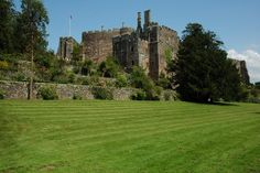 Berkeley Castle	►►	http://www.castlesworldwide.net/castles-of-england/gloucestershire/berkeley-castle.html?i=p