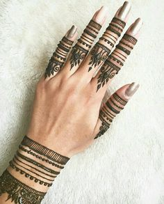 Stylish and fashionable henna mehndi designs and tattoos are in vogue. Check the trending henna designs for hands, wrist, leg and as temporary tattoos too. Finger Henna Designs, Mehndi Designs For Fingers, Henna Designs Easy, Mehndi Art Designs, Beautiful Henna Designs, Latest Mehndi Designs, Mehndi Patterns, Mehndi Fingers, Tribal Henna Designs