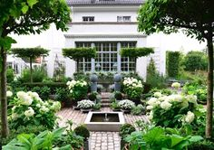 Have you ever heard about a Sunken garden? If you are familiar with an English garden style then you might now what it is. The Sunken garden is a formal, traditional English-style garden which is a… Moon Garden, Dream Garden, Garden Pond, Topiary Garden, Court Yard Garden Ideas, Garden Plants, Boxwood Garden, Garden Cart, Garden Water