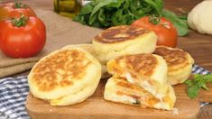 Caprese biscuits: soft, cheesy and super tasty! Baking Recipes, Vegan Recipes, Breakfast Biscuits, Instant Yeast, Tomato Basil, Bread Rolls, Food And Drink, Tasty, Favorite Recipes