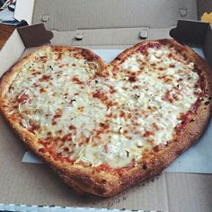 Image via We Heart It #delicious #fastfood #food #heart #love #perfect #pizza #Yumi