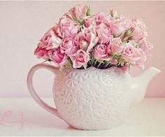Teapot & roses.  This would make a lovely centerpiece.