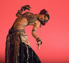 Rachel Brice es una de las bailarinas de Tribal Fusión más famosas y reconocidas mundialmente, quién le gusta  el Tribal Fusión seguro que la conoce, es una de las más grandes sin ningún tipo de dudas.