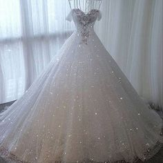Repost from  Inspiration for dresses 👉🏻  Pretty Quinceanera Dresses, Pretty Prom Dresses, Sweet 16 Dresses, Luxury Wedding Dress, Princess Wedding Dresses, Dream Wedding Dresses, Ball Gown Dresses, Bridal Dresses, Fairytale Dress
