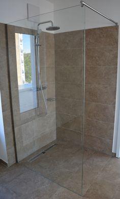 Walk-in Dusche mit Wandklemmprofil befestigt