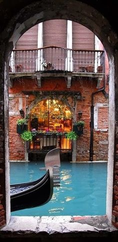 When you look at a city, it's like reading the hopes, aspirations and pride of everyone who built it ~ Venecia, Italia 🇮🇹 Places Around The World, Oh The Places You'll Go, Places To Travel, Around The Worlds, Travel Destinations, Travel Tips, Travel Hacks, Europe Places, Travel Plan
