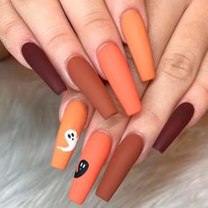 Best Of Ghost Nail Stickers halloween nail ideas matte ghost - Holloween Nails, Halloween Acrylic Nails, Cute Halloween Nails, Halloween Nail Designs, Halloween Nail Colors, Halloween City, Cute Fall Nails, Simple Halloween Makeup, Simple Fall Nails