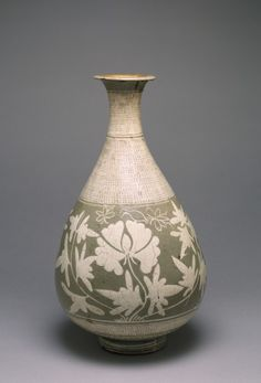 .:.Wine Jar with Design of Peonies ·      Korean (Artist)  15th-16th century (Joseon [Choson])