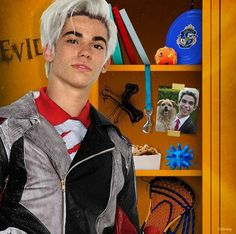 Cameron Boyce as Carlos Carlos Descendants, Descendants Wicked World, Disney Channel Descendants, Descendants Characters, Descendants Costumes, Cameron Boyce, Disney Xd, Disney Memes, Disney And Dreamworks