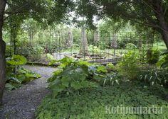 Raudoitusverkot taipuvat myös kevyiksi puutarhan aidoiksi ja köynnöstuiksi. www.kotipuutarha.fi