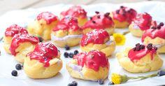 Blueberry and cardamom profiteroles. Mustikka-kardemummatuulihatut