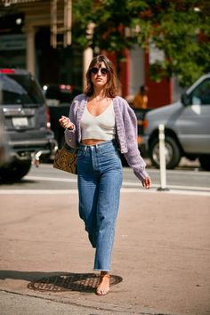 All of the street style inspiration you need from New York Fashion Week New York Street Style, Looks Street Style, Nyfw Street Style, Spring Street Style, Casual Street Style, Parisian Street Style, Street Styles, Parisian Chic, Street Style Women
