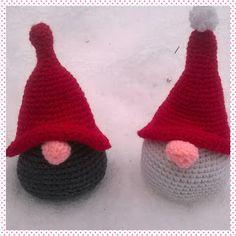Lumioosi: Hei tonttu-ukot ! Christmas Crafts, Christmas Ornaments, Holiday Decor, Crochet, Christmas Jewelry, Ganchillo, Christmas Decorations, Crocheting, Knits