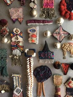 Cowries, fringing and tassels. Art Textile, Textile Jewelry, Fabric Jewelry, Jewelry Art, Jewellery, Fabric Art, Fabric Crafts, Diy And Crafts, Arts And Crafts