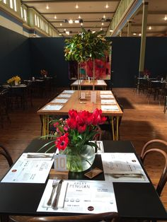 Beautiful flowers and copper detailed menu's - only the best for our customers