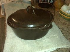 Cowboys and Chuckwagon Cooking : Cast iron Cooking from the Chuckwagon, the Stove or the Grill