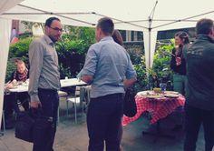 Spannende Gespräche zwischen unseren Gästen gab es bei gutem Wetter auch im Innenhof. #SocialMediaAachen #Geburtstag