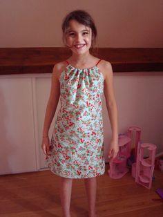 Voici le tuto d'une robe bain de soleil très simple à faire mais qui fait son petit effet, pour les toutes débutantes en couture. Temps...
