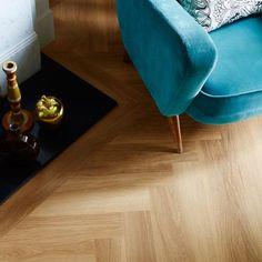 Honey Oak: Beautifully designed LVT flooring from the Amtico Spacia Collection - Luxury Vinyl Flooring & Tiles Amtico Spacia, Amtico Flooring, Hardwood Floors, Wooden Flooring, Luxury Vinyl Flooring, Best Flooring, Kitchen Flooring, Flooring Ideas, Bathroom Flooring