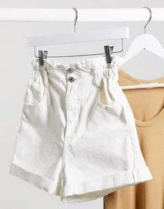 Shop Mango paperbag turnup denim shorts in ecru at ASOS. Order now with multiple payment and delivery options, including free and unlimited next day delivery (Ts&Cs apply). Cream Shorts, White Shorts, Casual Shorts, Denim Shorts, Jeans, Asos, Boyfriend Shorts, Short En Jean, Latest Trends