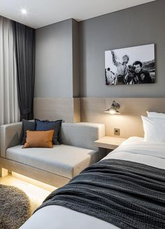 Hotels are made in many different ways. The cost of the hotel room can vary greatly. When planning your vacation, you want a great room at a price that doesn't Hotel Bedroom Design, Interior Design Living Room, Hotel Inspired Bedroom, Contemporary Bedroom, Modern Bedroom, Modern Hotel Room, Dispositions Chambre, Casa Hotel, Bedroom Layouts