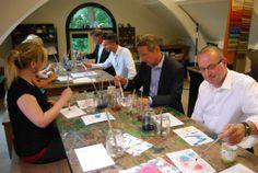 24 juni: het atelier bij villa Petit Paradis (Doomijn kinderopvang) is even bezit van het gemeentebestuur