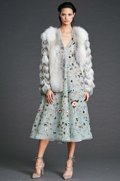 See the complete Dennis Basso Pre-Fall 2017 collection.