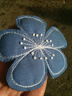 Bag Embellishment -- big bloom from an upcycled shirt Reciclar jean DIY Broche de flor vaquera Inspiracion +++ Denim Fower for… big bloom from an upcycled shirt - would be a great accent on the jean quilt.maybe for her birthday? Sew from old jeans. Jean Crafts, Denim Crafts, Fabric Crafts, Sewing Crafts, Sewing Projects, Denim Flowers, Fabric Flowers, Crocheted Flowers, Recycle Jeans