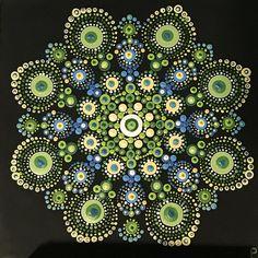 Punto Mandala pintadas sobre lienzo estirado 8 x 8