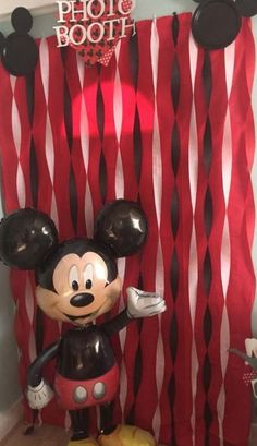 Mickey Mouse photo booth Replace with Minnie Mouse Mickey Mouse Photo Booth, Mickey Mouse Theme Party, Fiesta Mickey Mouse, Mickey Mouse Photos, Mickey Mouse First Birthday, Mickey Mouse Clubhouse Birthday Party, 1st Boy Birthday, Mickey Mouse Table, Birthday Table