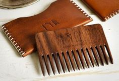 Man-Gun-Bear-Wood-Beard-Comb