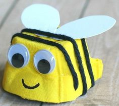 Egg Carton Bee Craft for Kids – Buggy and Buddy - Recycled Crafts Kids 2020 Bee Crafts For Kids, Recycled Crafts Kids, Toddler Crafts, Art For Kids, Arts And Crafts, Kids Diy, Crafts From Recycled Materials, Recycled Art, Insect Crafts