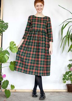 Зеленое шерстяное платье с кулиской в шотландскую клетку
