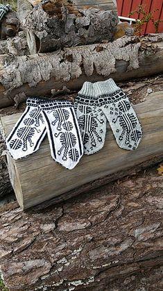 Ravelry: Strikkekino settet pattern by Line Eriksen Knit Mittens, Mitten Gloves, Animal Print Rug, Ravelry, Knit Crochet, Knitting, Projects, Fredrikstad, Pattern