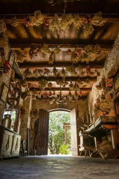 Amazing entrance in a traditionnal Cretan house, ecotourism in Crete… Rethymno Crete, Types Of Farming, Countryside Village, Neoclassical Architecture, Crete Island, Greek House, Beautiful Islands, Greek Islands, Farm Life