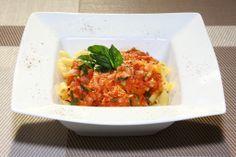 Penne al Vodka. Deliciosa receta de pasta en una cremosa salsa de tomate.