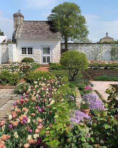 Garden goals courtesy of Bunny Mellon's big garden at @oakspringgardenfoundation 🌷🌿 #regram 📸: @loithai