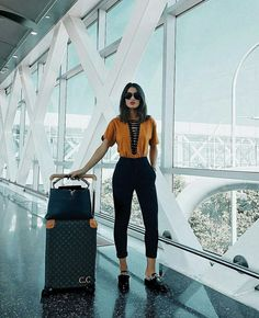 Classic And Casual Airport Outfit Best Picture For Airport Outfit boot. Classic And Casual Airport Outfit Best Picture For Airport Outfit boots For Your Taste Casual Jeans, Casual Outfits, Summer Outfits, Fashion Outfits, Airport Travel Outfits, Airport Style, Summer Airport Outfit, Travelling Outfits, Airport Look
