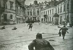 Soviet soldiers fighting on the streets of Lviv, Ukraine. July 1944.