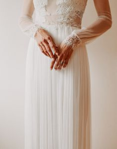 Zsofi / real bride / Nora Sarman Bridal / Zsofi is wearing the Ariadne gown on her matrimony. The Ariadne made of silk tulle and cotton lace. / Photo: Just Stay Natural #bride #realbride #wedding #weddingdress #bohobride #indiebride #lace #laceweddingdress