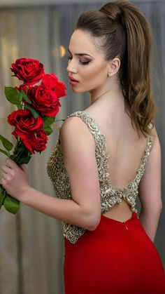 Tijana by Dragan Martic Flower Girl Photos, Girls With Flowers, Glamour, Girl Pictures, Pretty Woman, Lady In Red, Beauty Women, Beautiful People, Fashion Beauty