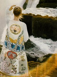 Photo by David Bailey for Vogue UK, 1970 Seventies Fashion, 70s Fashion, Timeless Fashion, Vintage Fashion, 70s Glam, David Bailey, Textiles, Vogue Uk, Vintage Couture