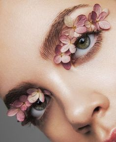 art direction & styling idea for feminine make up floral inspired editorial forget me not. beauty editorial for LUCY's Magazine Makeup Trends, Makeup Inspo, Makeup Inspiration, Makeup Ideas, Beauty Fotos, Kreative Portraits, Eye Makeup, Hair Makeup, Flower Makeup
