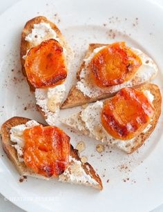 apricot and goat cheese on french toasted bread slices with olive oil